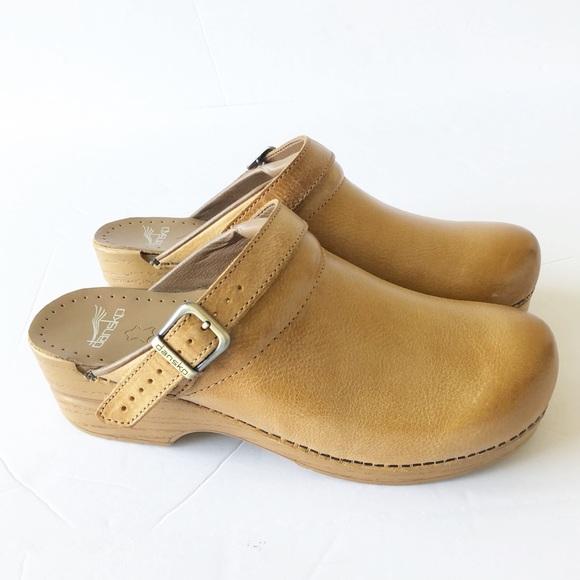 5de532e7f1 Dansko Shoes - NWOT Dansko Womens Honey Ingrid Clog Sz 41